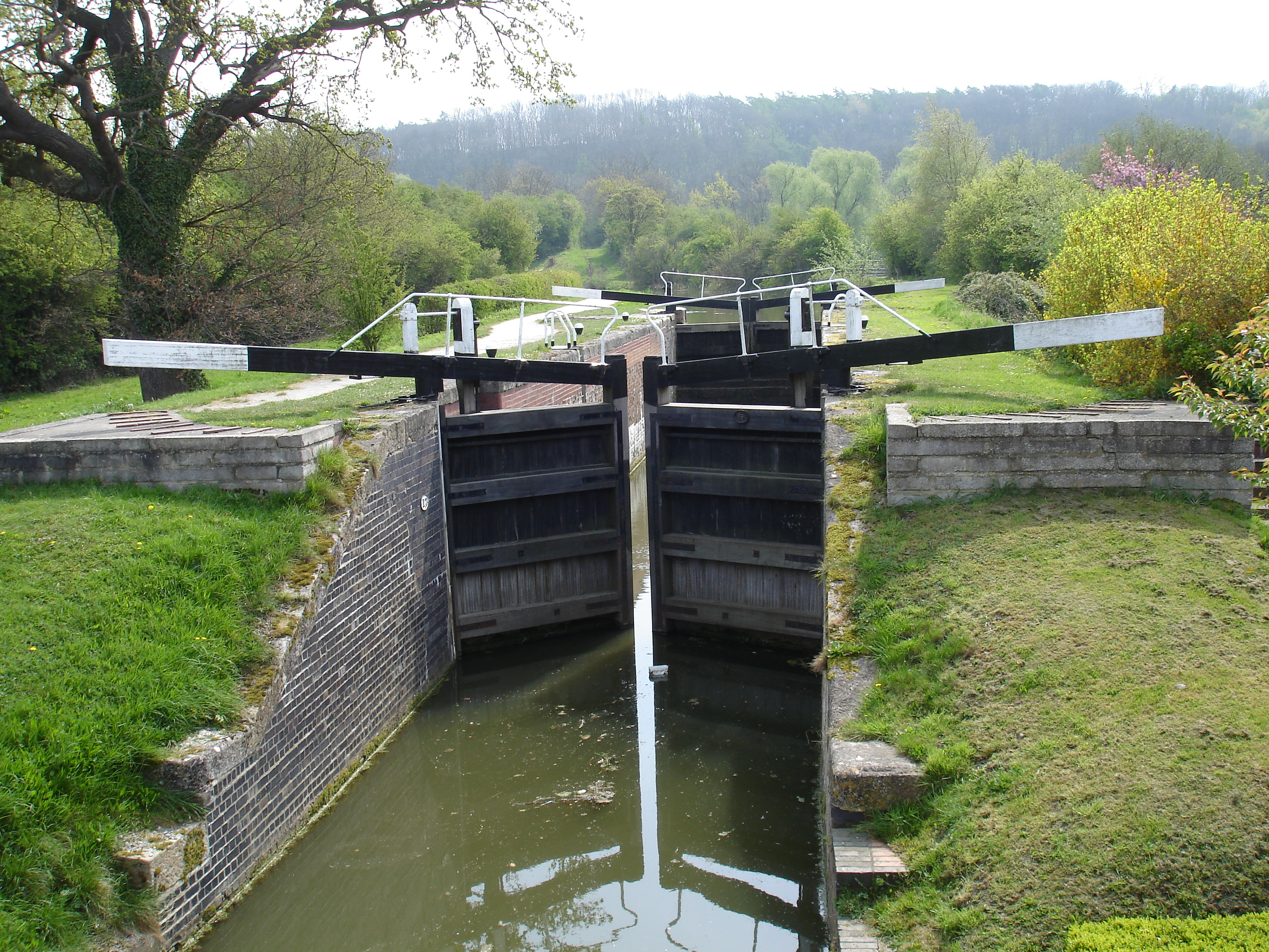 what is a lock in a canal